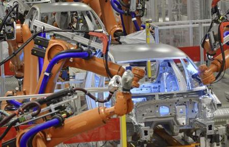 Robots soldadores: por un error deben destruir 296 vehículos